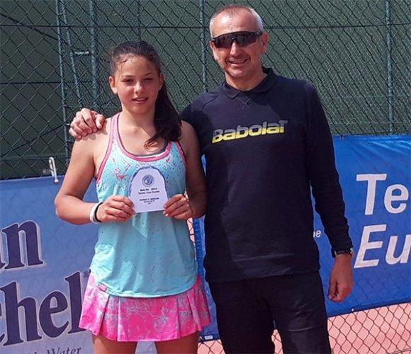Erika Di Muzio cala l'en plein nel torneo Tennis Europe under 16 di Paola (Malta)