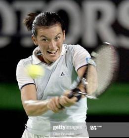 Intervista alla tennista Adriana Serra Zanetti: «lo sport insegna ad affrontare la vita»