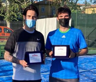 Pietro Pambianco e l'ex giocatore di serie A, Luca Ceccarelli, vincono il torneo Tpra di Padel al Tc Faenza