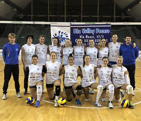 La Blu Volley Studio Marinelli Pesaro lavora in palestra per una nuova sfida