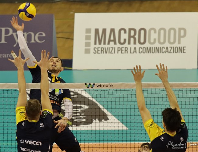 WiMORE Energy Parma-Modena Volley 3-1 (17-25, 29-27, 25-18, 25-18)