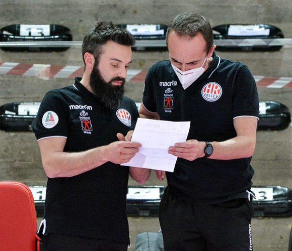 La CBF Balducci HR Macerata riparte da coach Luca Paniconi e dal suo staff.