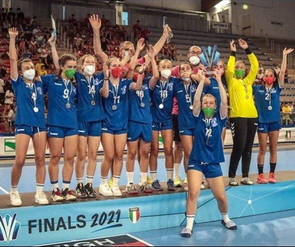 L'under 15 femminile della pallamano Camerano vice campione d'Italia