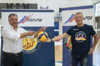 La Consar ha presentato il suo nuovo coach, un guerriero al comando