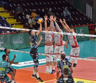 Perugia-Ravenna 3-0 (25-18, 25-20, 26-24)